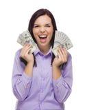 Mulher feliz da raça misturada que guarda as notas de dólar do novo cem Fotos de Stock