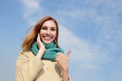 Mulher feliz do curso dos jovens Imagem de Stock Royalty Free