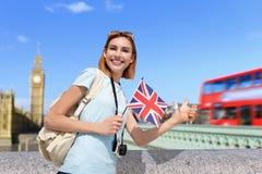 Mulher feliz do curso em Londres Fotos de Stock