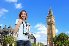 Mulher feliz do curso em Londres Imagem de Stock