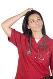 Mulher feliz do doutor com pensamento da roupa de Borgonha Imagens de Stock