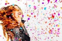 Mulher feliz do partido com confetes Fotografia de Stock