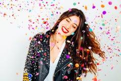 Mulher feliz do partido com confetes Fotos de Stock
