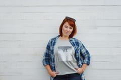 Mulher feliz do redhead Fotos de Stock Royalty Free