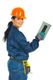 Mulher feliz do trabalhador com entalhado fotografia de stock royalty free