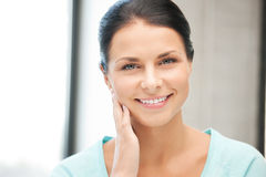Mulher feliz e sorrindo Imagem de Stock Royalty Free