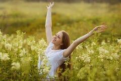 Mulher feliz em um estado de êxtase fotografia de stock