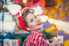 Mulher feliz no café Foto de Stock Royalty Free