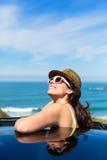 Mulher feliz no curso de carro do verão Fotos de Stock Royalty Free