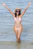 Mulher feliz no mar imagem de stock royalty free