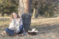 Mulher feliz no outono Imagem de Stock Royalty Free