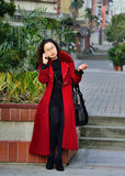 Mulher feliz no telefone Fotografia de Stock