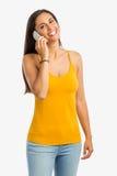 Mulher feliz no telefone fotos de stock