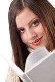 Mulher feliz nova com o turtleneck desgastando do livro fotos de stock