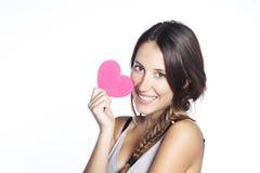 Mulher feliz nova que guarda o coração Imagens de Stock