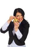 A mulher feliz põr a moeda no banco piggy Imagem de Stock Royalty Free