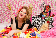 Mulher feliz que aprecia no ambiente floral Fotografia de Stock Royalty Free