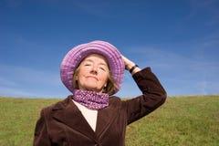 Mulher feliz que aprecia a vida:) Fotos de Stock Royalty Free