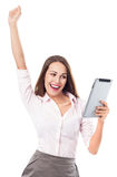 Mulher feliz que guarda a tabuleta digital Imagens de Stock