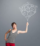 Mulher feliz que guarda a tiragem de sorriso dos balões Foto de Stock Royalty Free