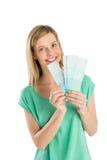 Mulher feliz que guardara amostras de folha da cor imagens de stock