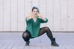 Mulher forte nova andrógino que luta pela igualdade do feminismo Fotos de Stock Royalty Free