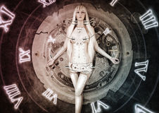 Mulher futurista que move-se do passado para o futuro Fotografia de Stock