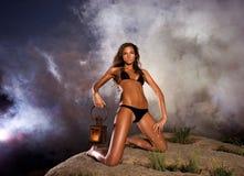 Mulher glamoroso com lanterna Imagem de Stock Royalty Free
