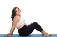 Mulher gorda com o excesso de peso envolvido na aptidão fotos de stock