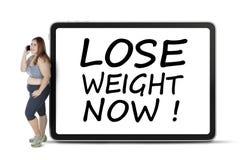 A mulher gorda com perde o peso text agora fotos de stock royalty free