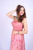 Mulher gravida bonita nova com peitos grandes e cabelo saudável Imagem de Stock Royalty Free