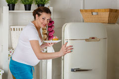 Mulher gravida com fome. Foto de Stock