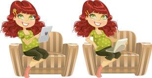 Mulher gravida com o computador do portátil e da tabuleta ilustração stock