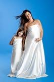 Mulher gravida com sua filha Imagem de Stock