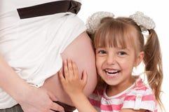 Mulher gravida com sua filha foto de stock royalty free