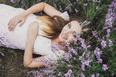 Mulher gravida em um campo da alfazema Imagem de Stock Royalty Free