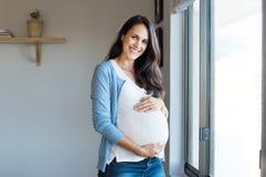 Mulher gravida feliz foto de stock royalty free