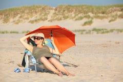 Mulher gravida na praia Imagens de Stock