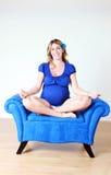 Mulher gravida no pose da ioga Foto de Stock Royalty Free