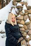 Mulher gravida que acaricia sua barriga Fotografia de Stock Royalty Free