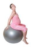 Mulher gravida que mantem o ajuste. fotos de stock