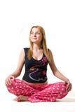 Mulher gravida que sorri no pose dos lotos Imagens de Stock
