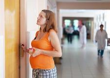 A mulher gravida vem ao doutor Imagem de Stock Royalty Free