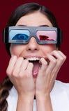 Mulher gritando em vidros estereofónicos Imagens de Stock Royalty Free