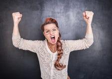 Mulher gritando irritada fotos de stock