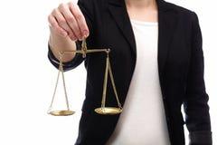 Mulher guardando escalas de justiça Foto de Stock Royalty Free