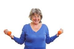 Mulher idosa com dumbbells Imagem de Stock Royalty Free