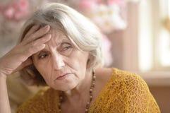 Mulher idosa triste imagens de stock royalty free