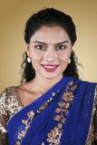 Mulher indiana atrativa que olha a câmera fotografia de stock royalty free