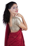 Mulher indiana bonita com roupa do sari Foto de Stock Royalty Free